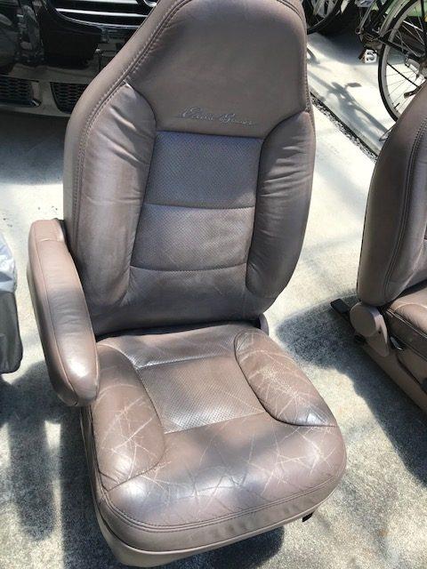 [車のシート]  FORD BRONCO フォード ブロンコ運転席・助手席・リアシート補修