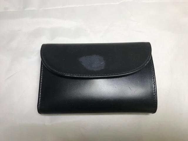 [コードバン] White house COX フラップ付き二つ折り財布の全体補修です